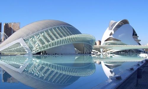 En Valencia, capital de la Comunidad Valenciana y tercera ciudad de España en importancia, surgieron las fallas y es donde más de éstas pueden verse. Sin embargo, esta ciudad tiene mucho más que ver, por lo que se […]