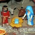 Los muñecos de Playmobil se dirigen a Duque de Gaeta, para ver llegar a la fallera mayor de Valencia con Marcos Soriano y lo inaugure. Ayer se abrió al público este particular nacimiento, el más tempranero de todas las comisiones falleras.