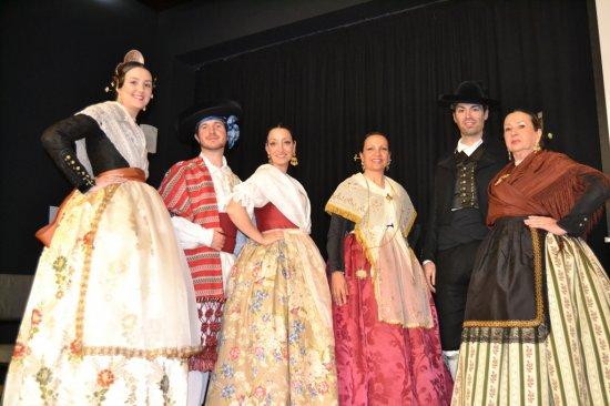 Modelos en la presentación del libro sobre indumentaria valenciana (Jornadas Culturales de la JLF de Dénia)