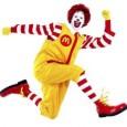 Ronald McDonald estará esta noche de fiesta de San Juan, y es que le han invitado a la de la Falla San Luis-Doctor Waksman  a pasarlo bien, y también a recaudar dinero para su fundación benéfica que acoge niños enfermos.