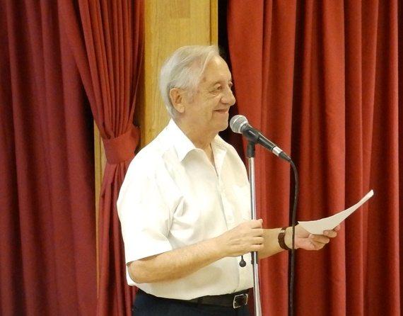 Emilio Polo, presentando el Open de Truc y Dominó de la Falla El Pilar en 2015.