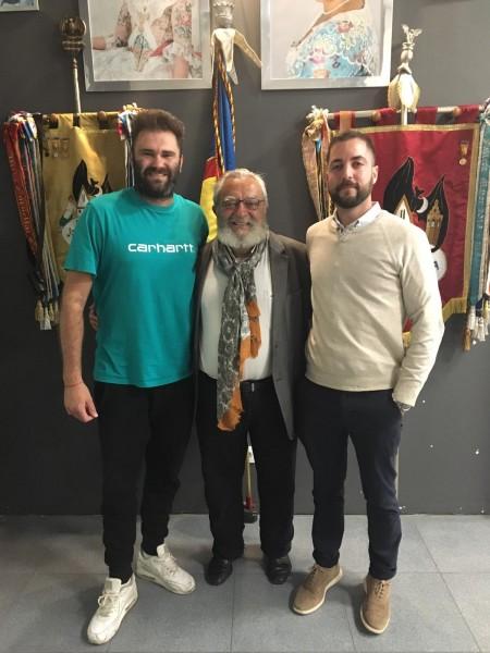 Manuel Algarra (hijo), Julio Tormo y Vicente Domínguez, artistas y presidente de Joaquín Costa-Burriana 2019