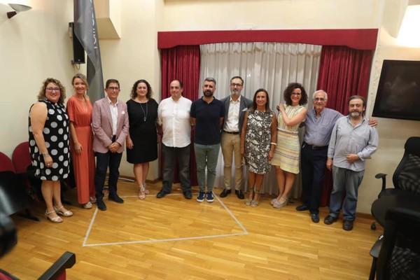 Directiva y asesores de Junta Central Fallera (foto: Armando Romero)