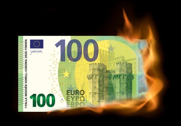 Cremà de billetes en la Falla Corona 2020