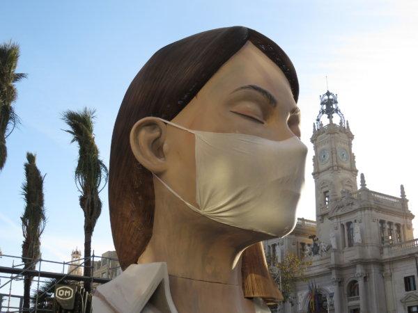 Falla Ajuntament de València 2020 con mascarilla