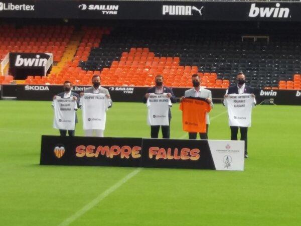 Convenio con el Valencia CF para promocionar las Fallas (foto: Iván Esbrí)
