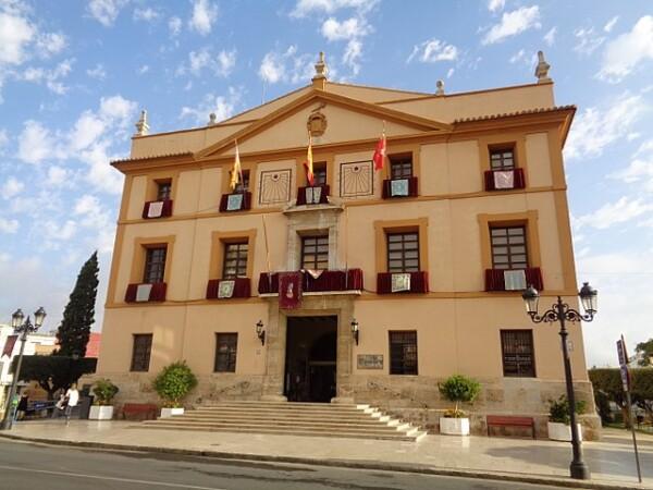 Ayuntamiento de Paterna (By Enrique Íñiguez Rodríguez, CC BY-SA 3.0, https://commons.wikimedia.org/w/index.php?curid=61946036)