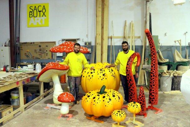 SacabutxArt con los decorados para una campaña publicitaria de calzado
