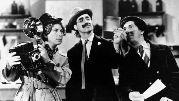 """Cámara en """"Un día en las carreras"""" (1937)"""