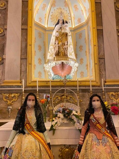 Las falleras mayores de Dénia, en la misa del 19 de marzo de 2021 (foto: JLF Dénia)
