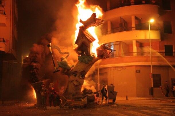 Cremà de una falla en Burriana (foto: Facebook de la JLF de Burriana)