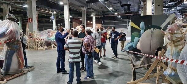 Reunión de artistas falleros y Carlos Galiana en Feria València (foto: JCF)